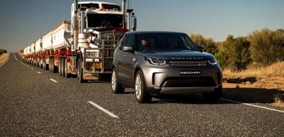 Yeni Land Rover Discovery 110 tonluk 'yol trenini' böyle çekti!