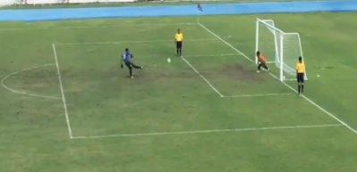 Yeşil sahalar böyle penaltı golü görmedi