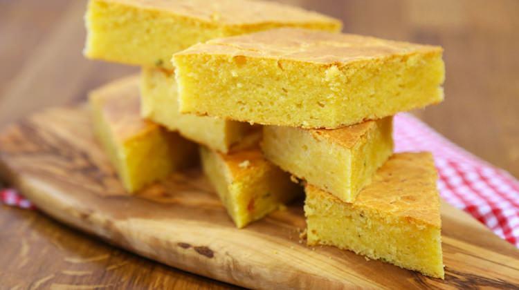Peynirli Kekikli Mısır Ekmeği tarifi