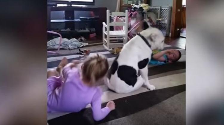 Çocuklarla birlikte dans etti!