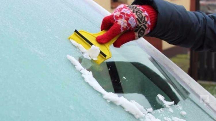 Arabanın üzerindeki buz nasıl temizlenmeli?