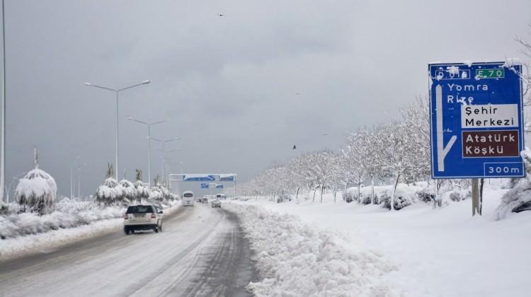 Doğu Karadeniz'de bin 241 köy yolu ulaşıma kapandı