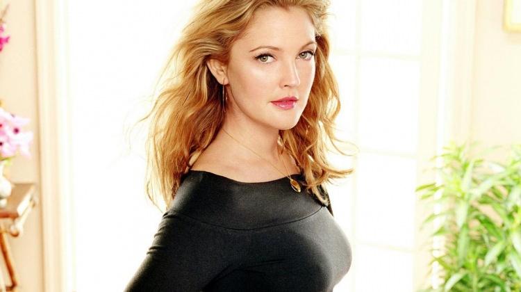 Drew Barrymore makyaj sırlarını paylaştı