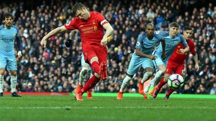 City ve Liverpool rakipleri sevindirdi