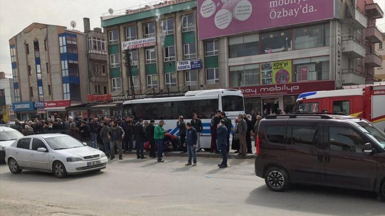 Ankara haberleri Başkentte trafik kazası: 2 ölü, 1 yaralı - 16 Mart 2017