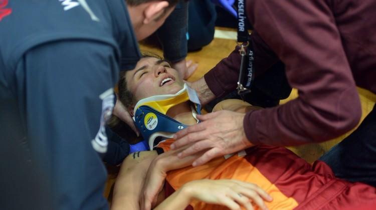 G.Saray - Beşiktaş maçında korkutan kaza!