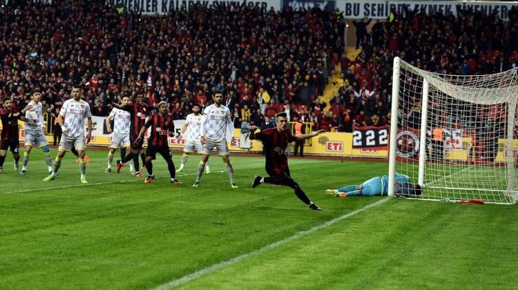 Zirve yarışında Eskişehirspor farka koştu