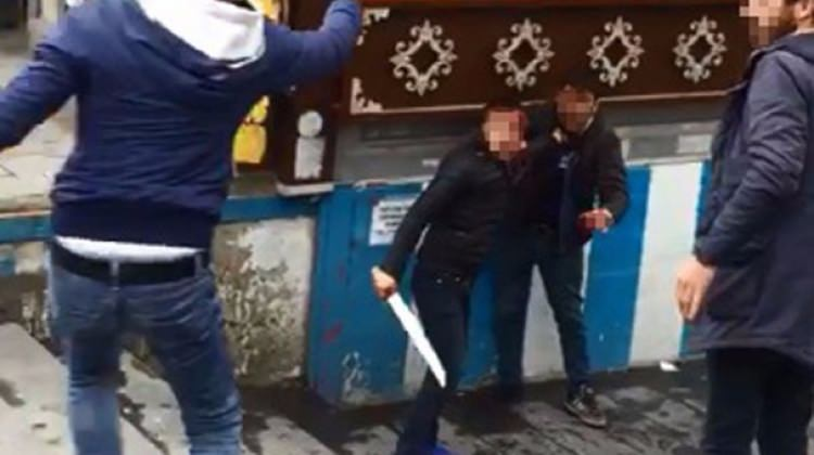 Erzurum'da bıçaklı gençler dehşet saçtı!