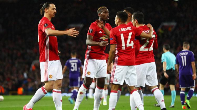 Manchester United uzatmalarda turladı!