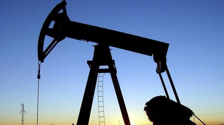 Brent petrol 55 dolarda tutunmaya çalışıyor