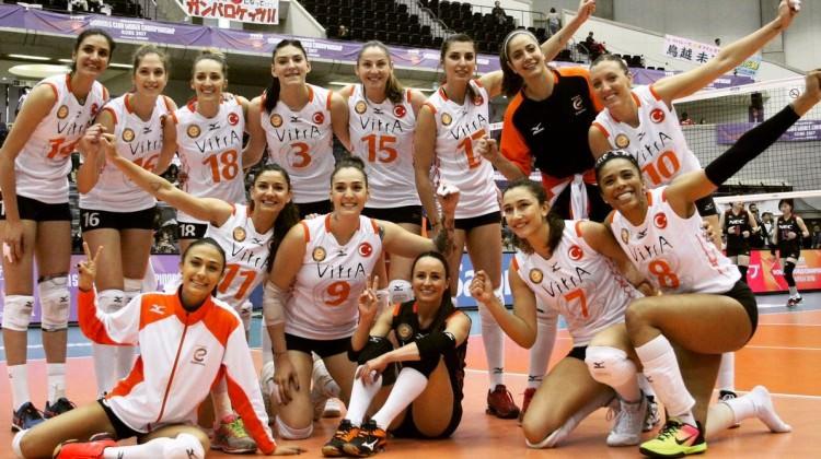Eczacıbaşı yarı finale yükseldi! Türk derbisi
