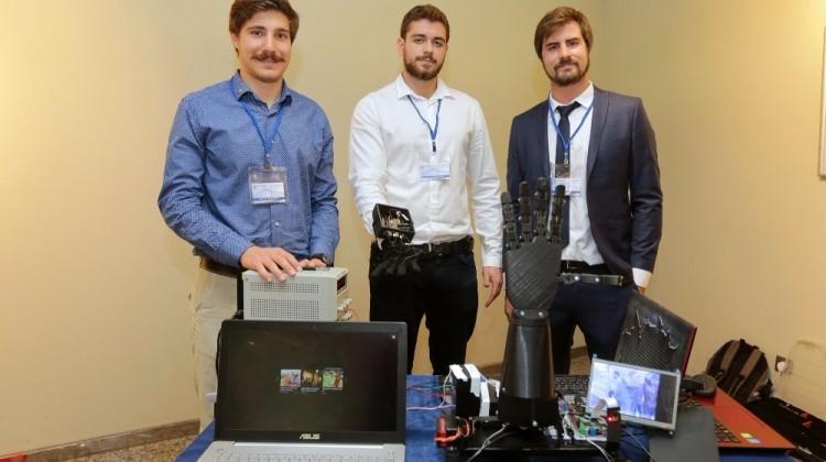 Öğrencilerden bomba imha edebilen robot