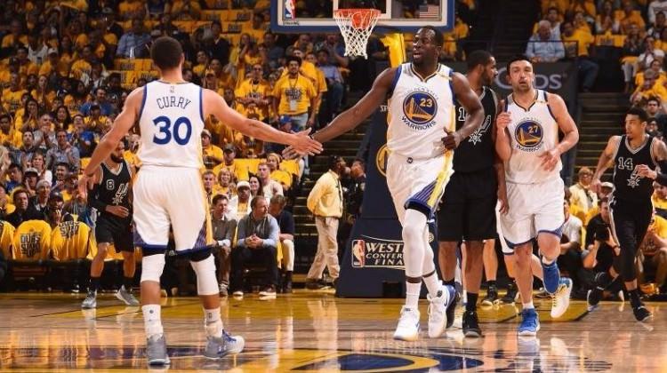 Warriors, Spurs karşısında farklı kazandı