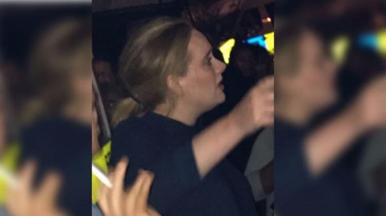 İngiliz sanatçı Adele yangın yerinde!