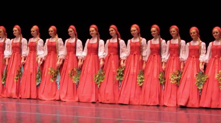 16 genç kız sahnede herkesi büyüledi
