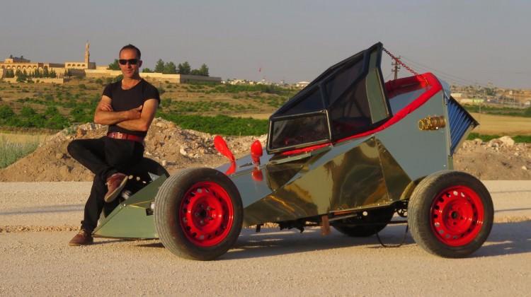 Hayalindeki yarış arabasını kendisi yaptı!