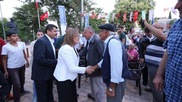 Şahin, iftar sofralarında vatandaşlarla buluşuyor
