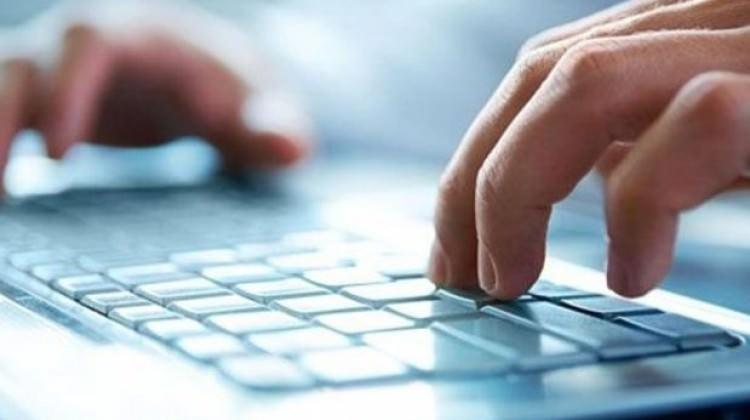 İnternetten korsan yayın yapan sitelere dava açtı