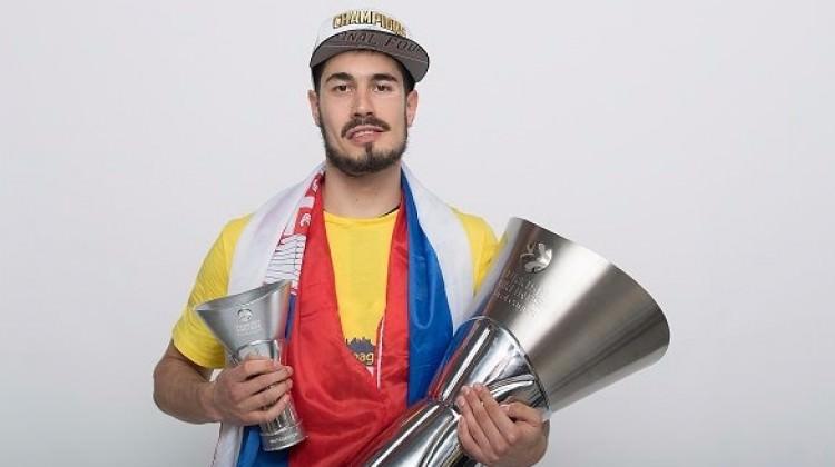 Fenerbahçe resmen açıkladı! 3 yıllık imza