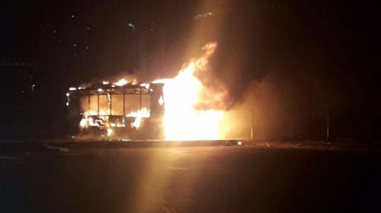 Korkutan yangın; otobüs alev alev yandı!