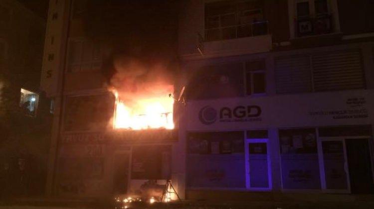 Büro alev alev yandı