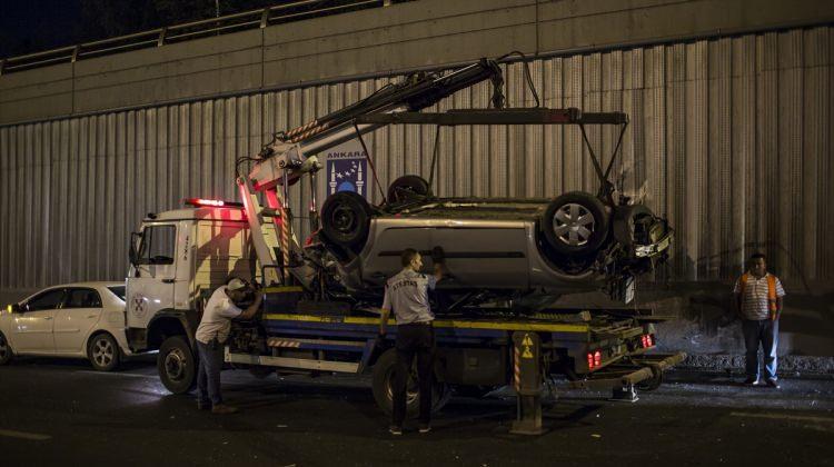Ankara haberleri Başkentte alt geçitte iki otomobil çarpıştı - 11 Ağustos 2017
