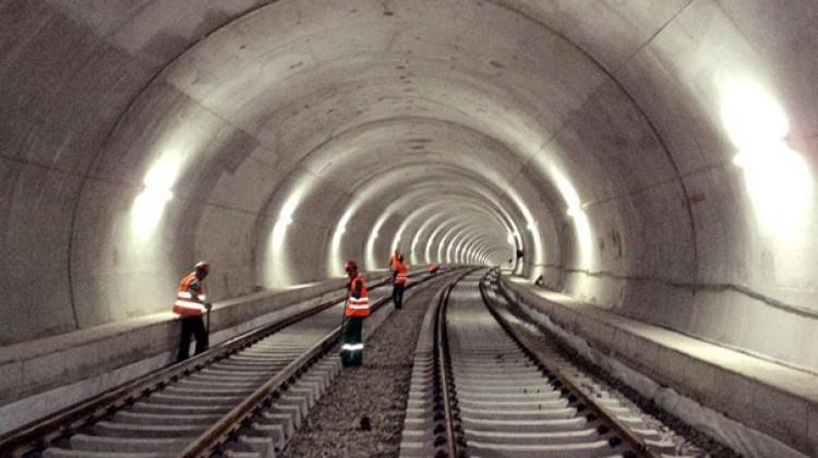 Beklenen metro istasyon çalışmaları başladı