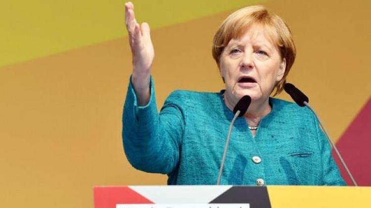 Merkel, Saksonya eyaletinde protesto edildi!