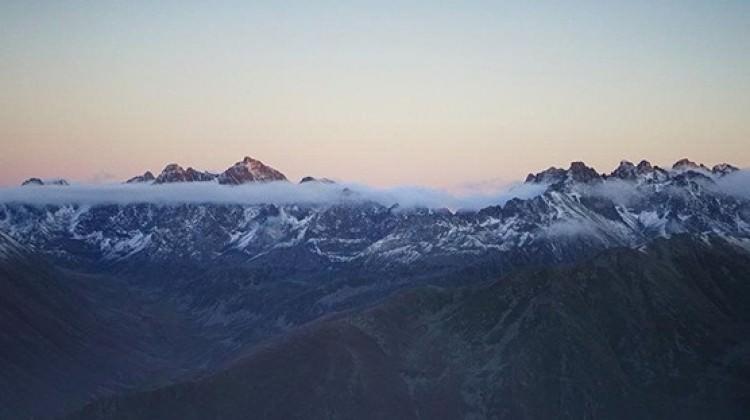 Kaçkar Dağları'na mevsimin ilk karı yağdı!