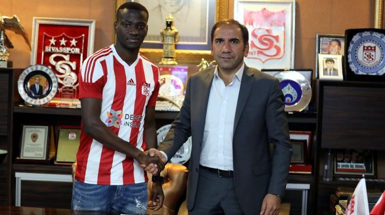 Sivasspor'a Kongolu orta saha oyuncusu