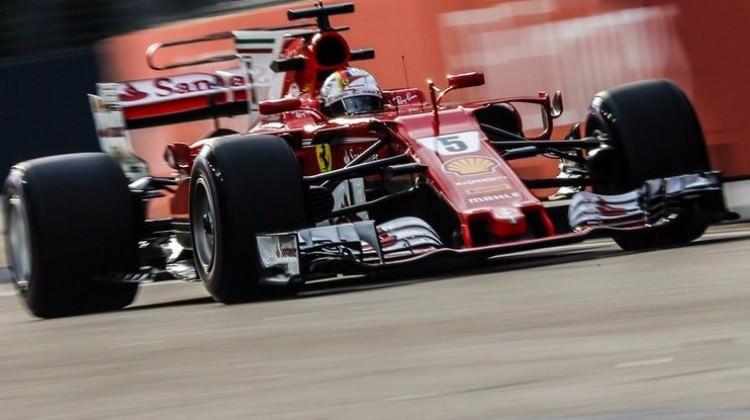 Singapur'da pole pozisyonu Vettel'in!