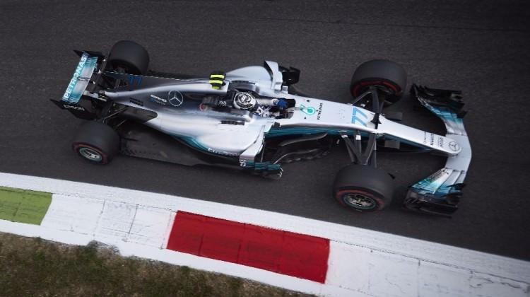 Lewis Hamilton zirveyi bırakmadı