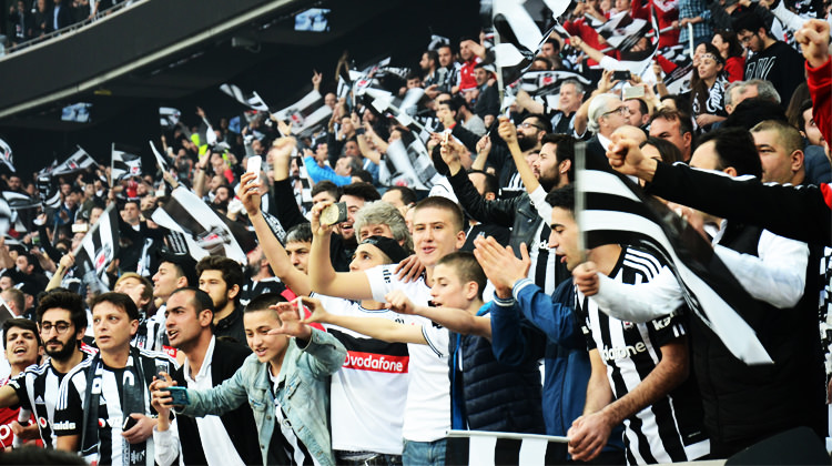 Beşiktaş taraftarı yasağı deldi!