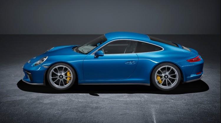 Porsche iki modelini tanıttı