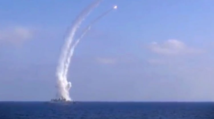 Rusya Akdeniz'den DAEŞ'i vurdu!
