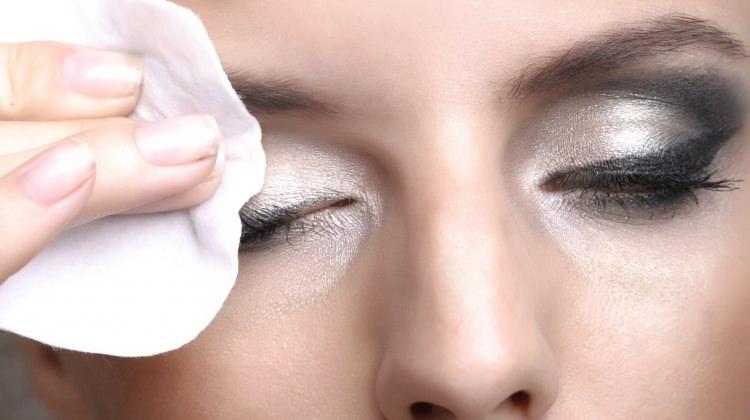Makyaj temizleme yağları nasıl kullanılır?