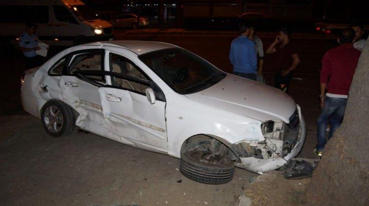 Minibüs otomobile ve yayaya çarptı: 3 yaralı
