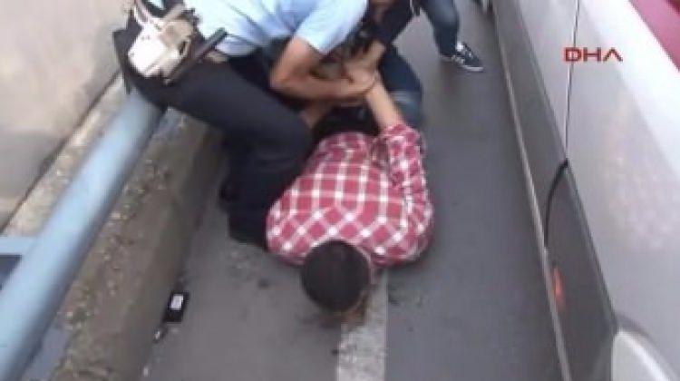Taksisinin kaza yaptığını görünce...