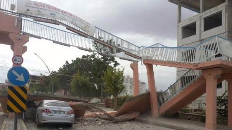 Karaman'da dehşet! Otomobilin üstüne çöktü