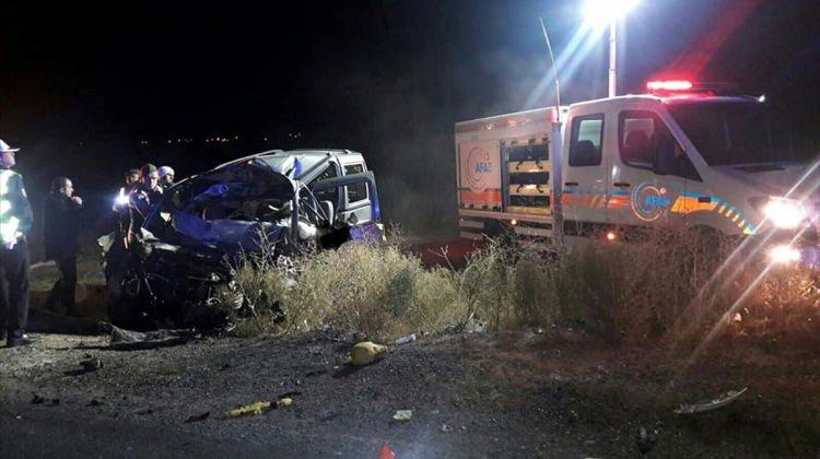 Niğde'de tırla hafif ticari araç çarpıştı: 3 ölü