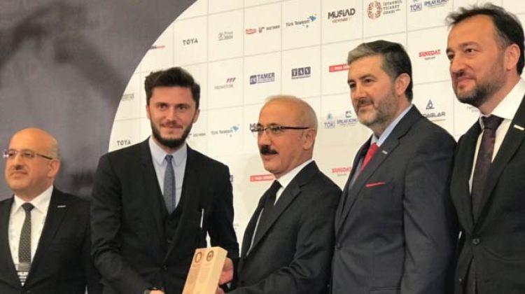 Haluk Hasanoğlu Bakan Elvan'dan plaket aldı