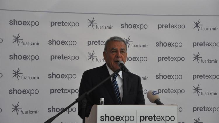 İzmir'de ayakkabı ve moda fuarları açıldı
