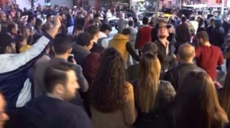 iPhone 8 Trabzon'da horon eşliğinde satışa sunuldu