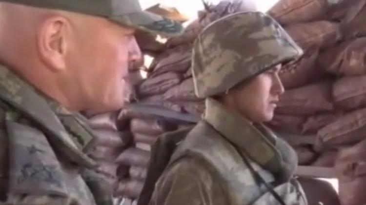 Sınırda nöbet tutan asker ailesini görünce...