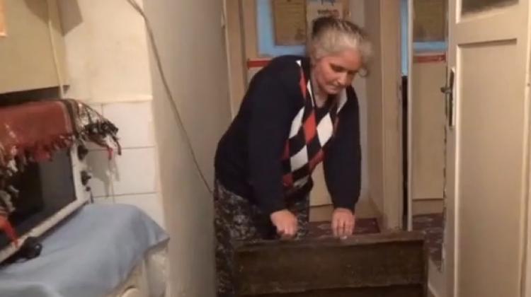 Bu evin içinden kanalizasyon geçiyor!