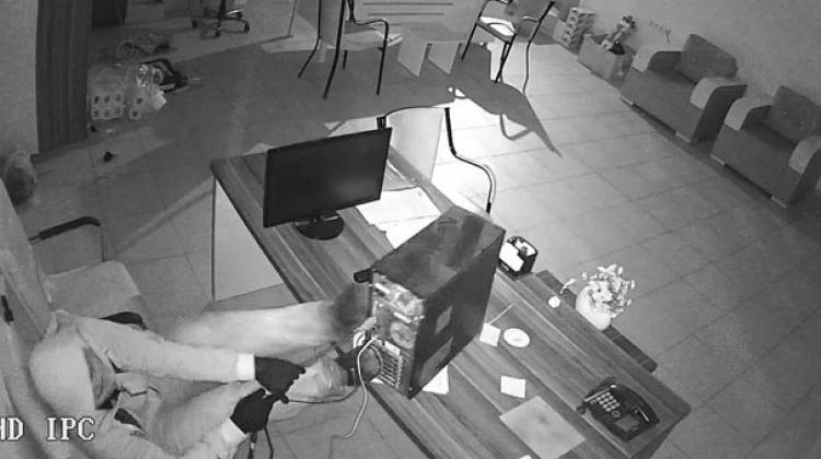 Sakar hırsız güvenlik kamerasına böyle yakalandı