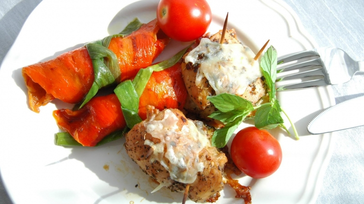 Közlenmiş biber ve patlıcanlı tavuk sarma tarifi