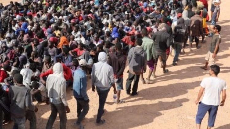 Şok görüntüler: Köle pazarı görüntülendi