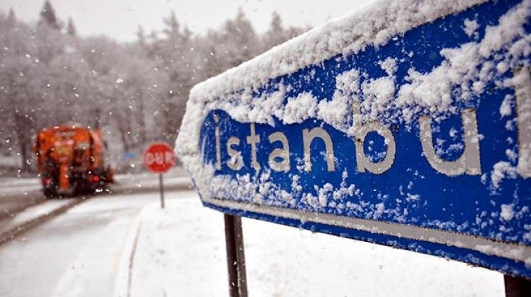 İstanbul'a ilk kar ne zaman yağacak? Meteoroloji uzmanları tarih verdi!