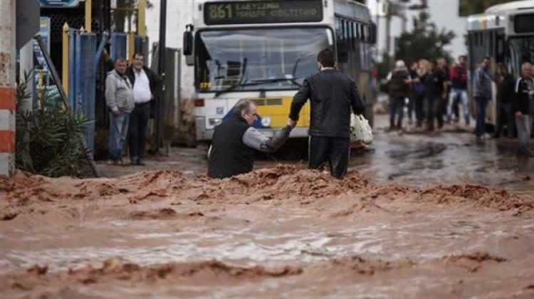 Yunanistan'da sel, ölü sayısı 19'a yükseldi